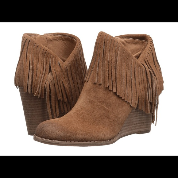 6eaa9604095f Suede Tan Lucky Brand Fringe Wedge Booties 9 NWT